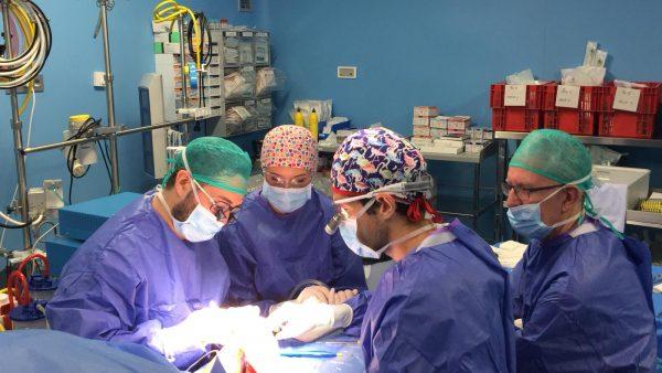 Cirugía pionera de reasignación de sexo a un hombre trans en la C. Valenciana